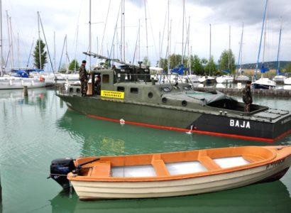 Baja aknaszedő hadihajó a Balatonon