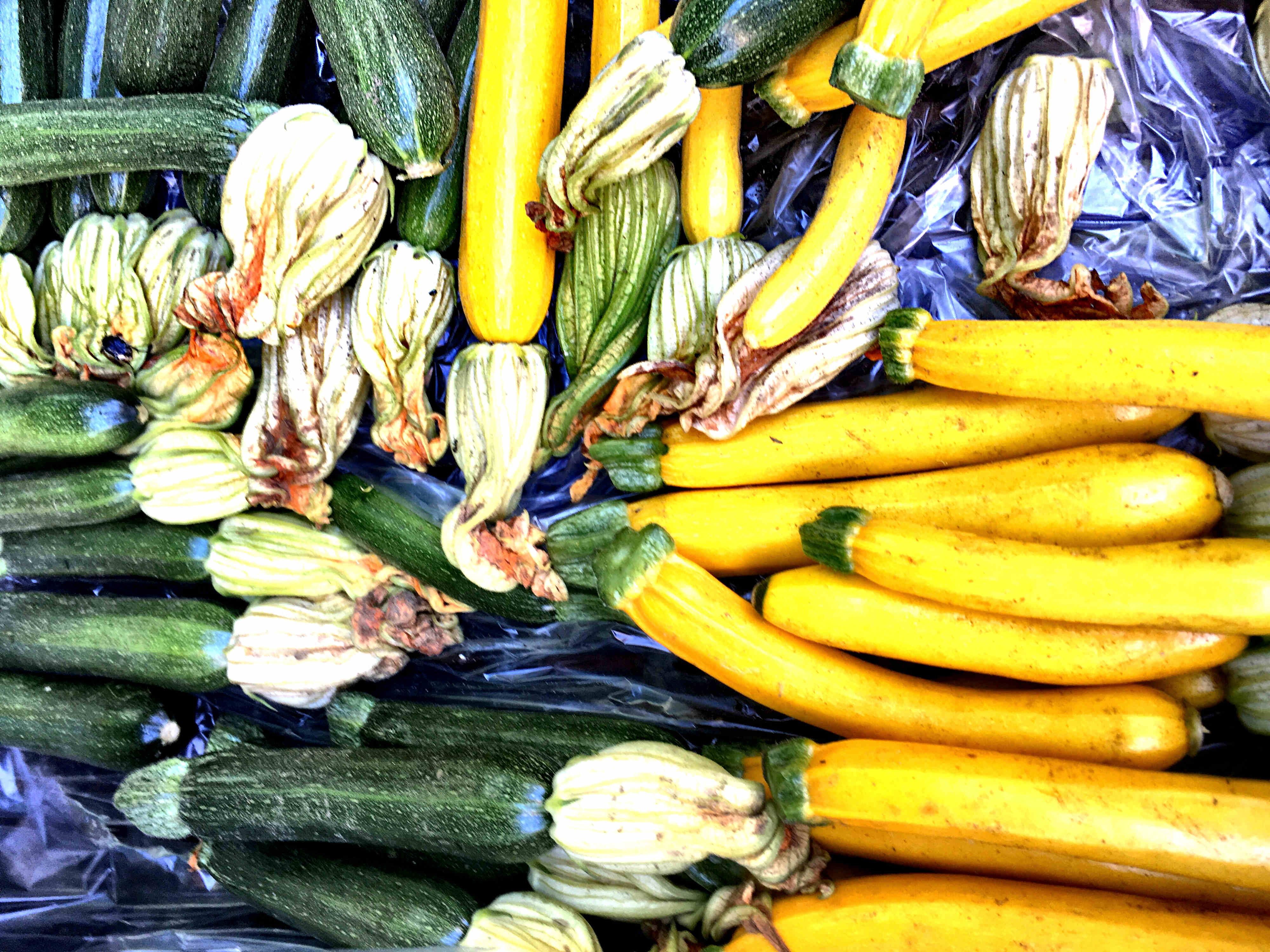 cukkinivirág a piacon